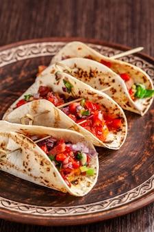 Tacos mexicains apéritifs aux légumes