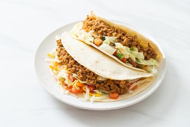 Tacos mexicains au poulet haché - cuisine traditionnelle mexicaine