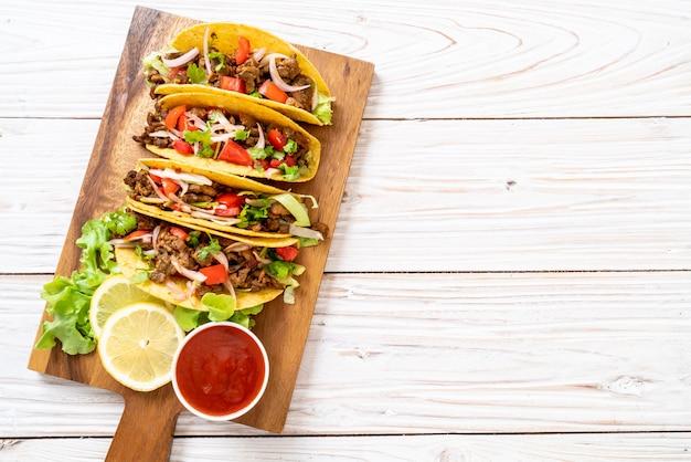 Tacos à la viande et aux légumes