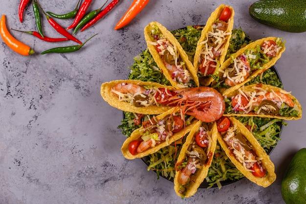Tacos avec vue de dessus de crevettes