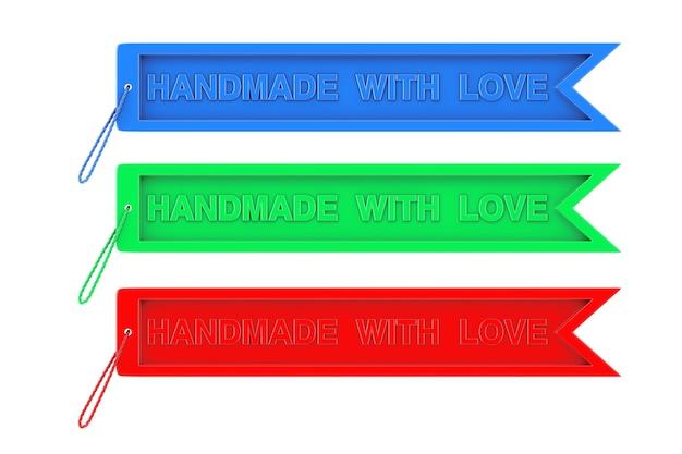 Tag d'artisanat de couleur avec signe fait à la main avec amour et corde sur fond blanc. rendu 3d