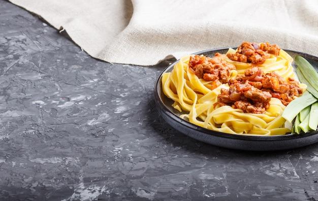 Tagliatelles à la bolognaise avec viande hachée