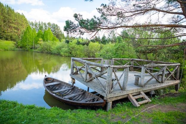 Taiga zaimka en forêt à l'heure d'été sibérie russie