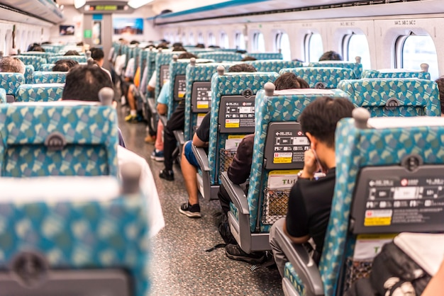 Taipei -taiwan, 19 juin 2018 : la plate-forme de la gare de taiwan high speed rail taipei 19 juin 2018 à taipei, le chemin de fer à grande vitesse de taiwan est devenu le moyen de transport le plus important