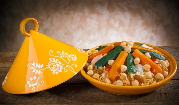 Tajine de légumes au couscous