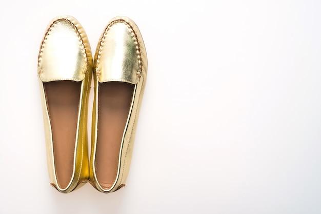 Talons de paires de brillant de la chaussure moderne