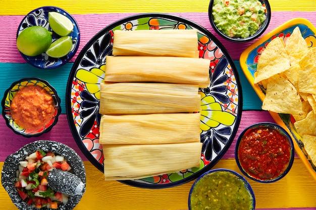 Tamale à la feuille de maïs et aux sauces guacamole