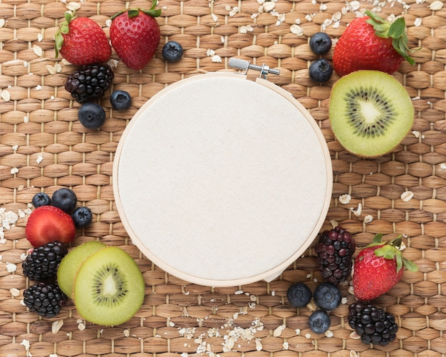 Tambour et collation de fruits sains