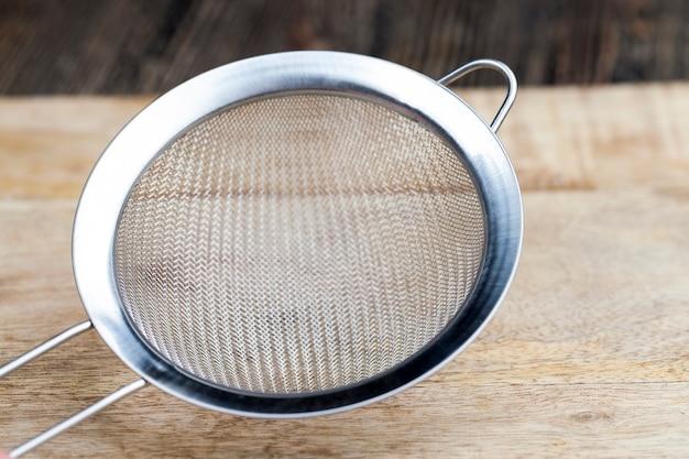 Tamis métallique à petites cellules pour tamiser la farine et autres produits alimentaires en vrac