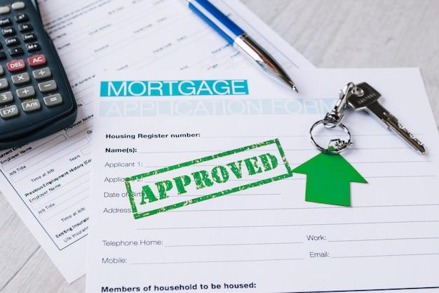 Tampon approuvé sur papier de demande de crédit