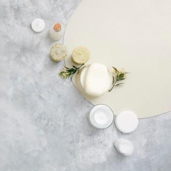 Tampons en coton et crème naturelle