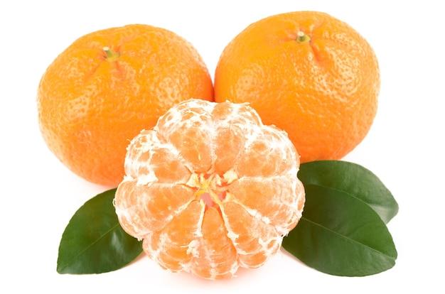 Tangerine isolé sur blanc