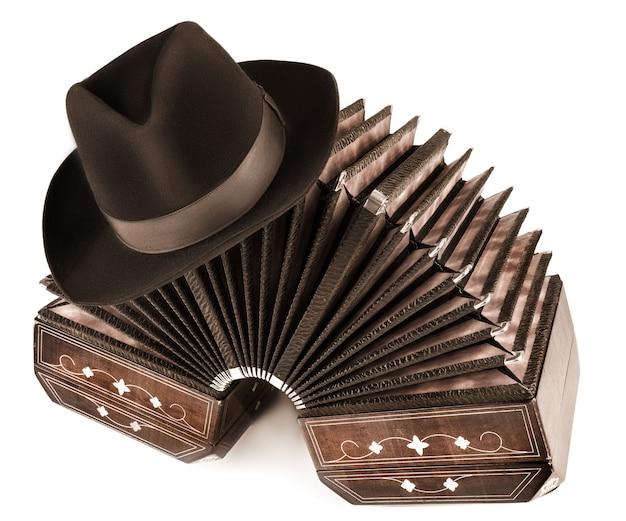 Tango argentin - bandonéon et un chapeau