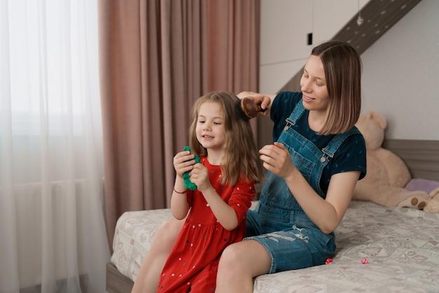 Tante passe du temps avec sa nièce