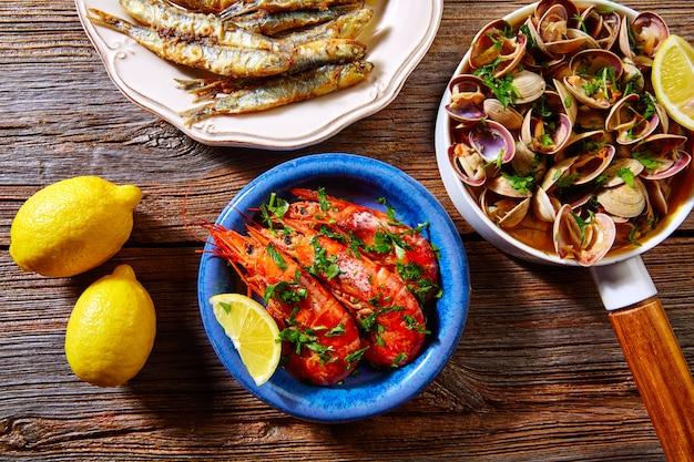 Tapas de fruits de mer espagnols palourdes anchois crevettes