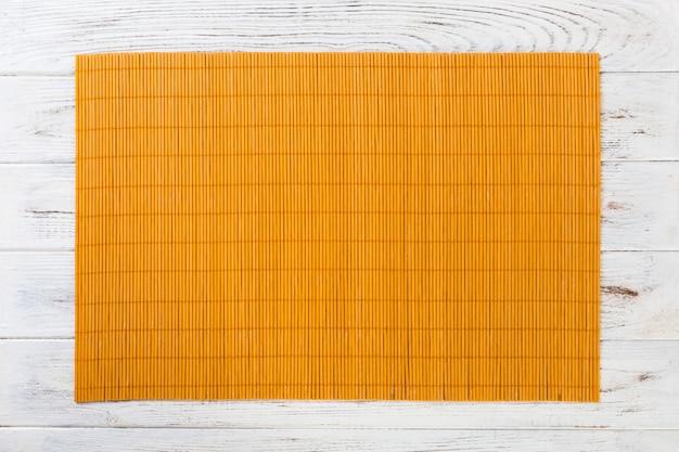 Tapis de bambou jaune