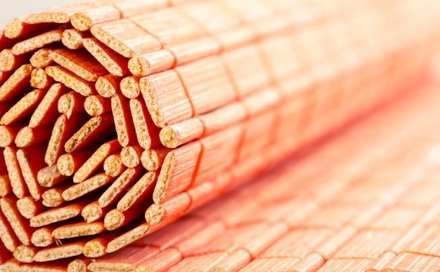 Tapis de bambou roulé
