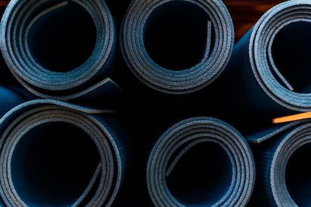 Tapis de yoga ou de fitness roulés