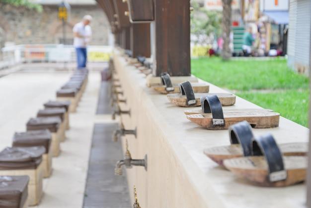 Taps pour ablution avant d'entrer dans une mosquée