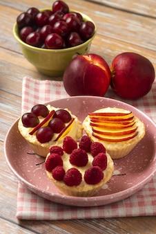 Tartalettes aux fruits d'été dessus
