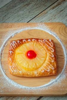 La tarte aux ananas est une pâte sucrée.