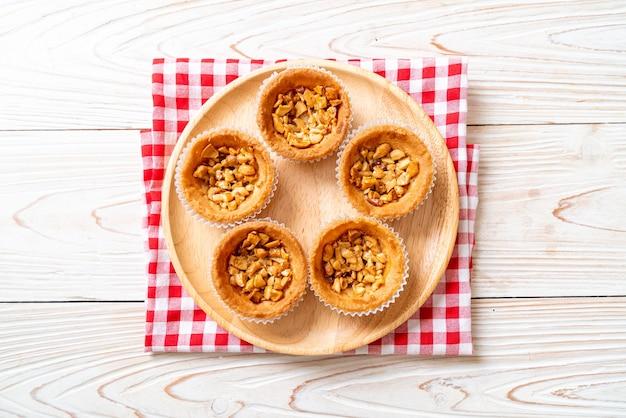 Tarte aux noix de cajou rôties sur assiette