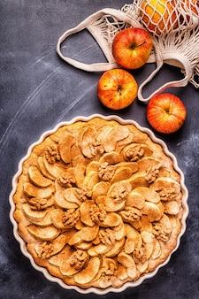 Tarte aux pommes aux noix et cannelle
