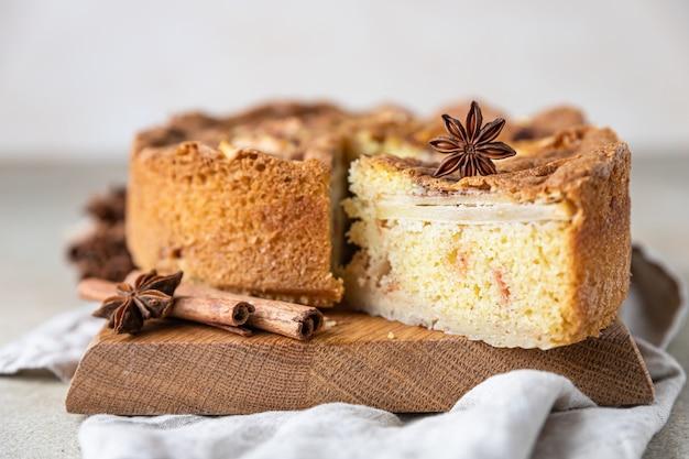 Tarte aux pommes et cannelle gâteau semoule aux pommes et épices