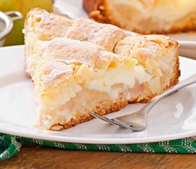Tarte aux pommes avec crème anglaise