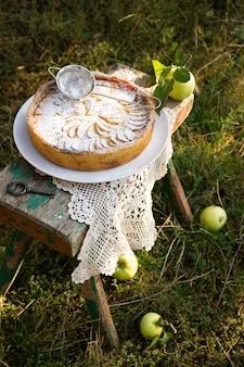 Tarte aux pommes fourrée à la crème