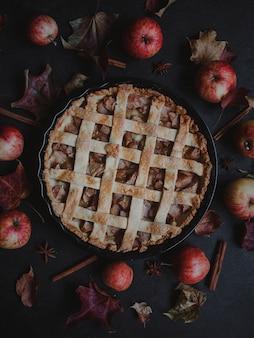 Tarte aux pommes traditionnelle américaine pour thanksgiving