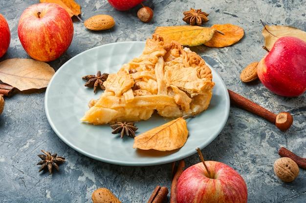 Tarte aux pommes traditionnelle.
