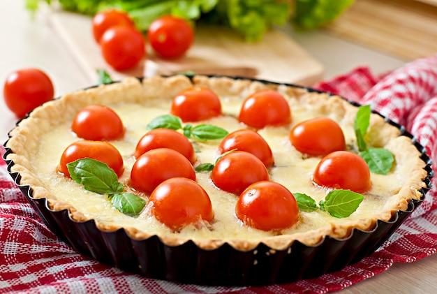 Tarte aux tomates et fromage au basilic