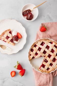 Tarte maison avec vue de dessus de confiture de fraises