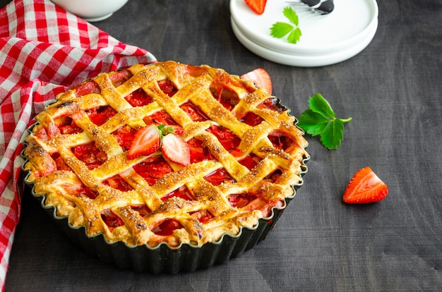 Tarte à la rhubarbe et aux fraises