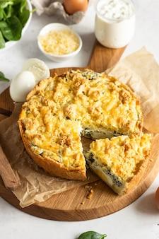 Tarte ou tarte aux épinards, ricotta et œufs.