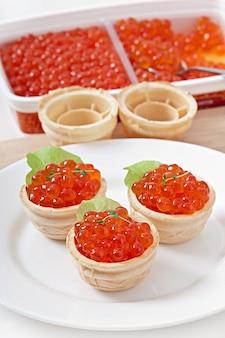 Tartelettes au caviar rouge