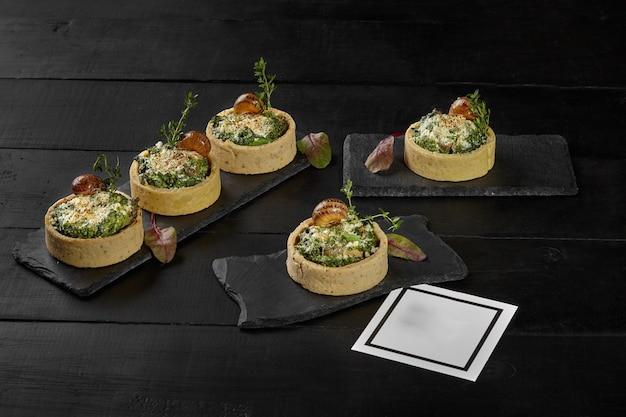 Tartelettes sablées aux épinards et escargots au cream cheese