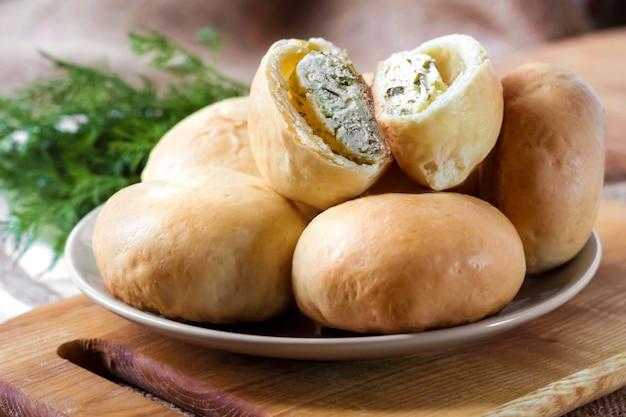 Tartes au fromage cottage salé et aux légumes verts