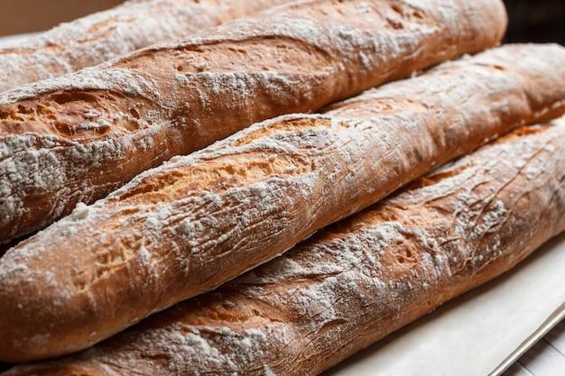 Tas de baguettes françaises