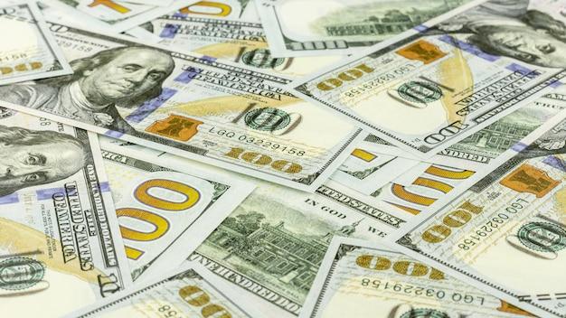 Tas de billets de cent dollars