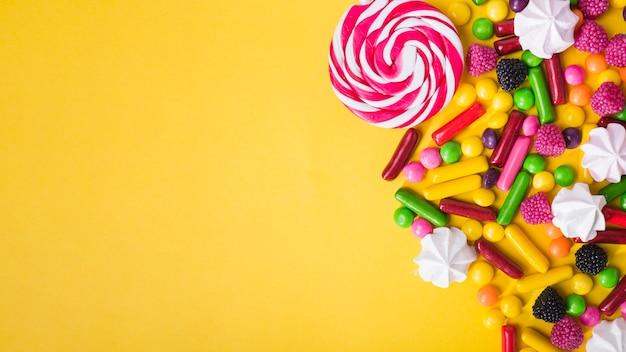 Tas de bonbons délicieux