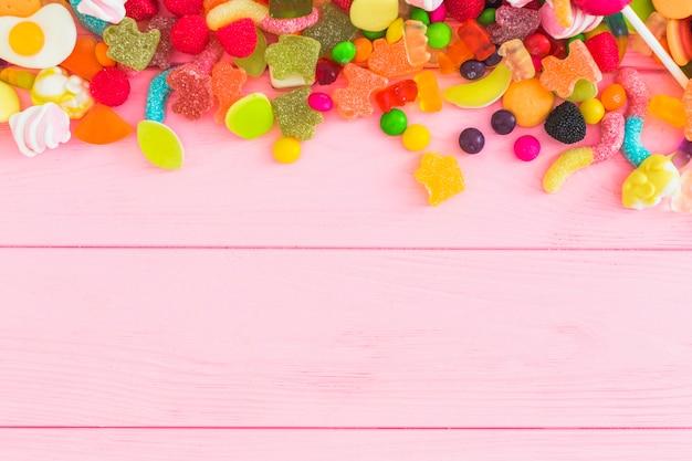 Tas de bonbons savoureux