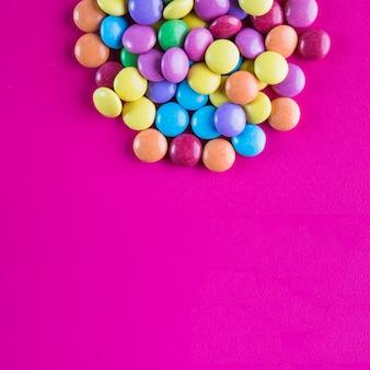 Tas de boutons de bonbons lumineux
