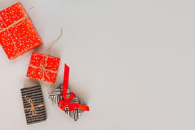 Tas de cadeaux emballés