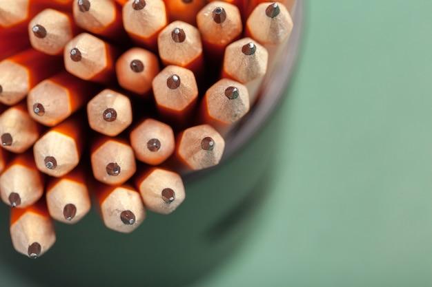 Tas de crayons