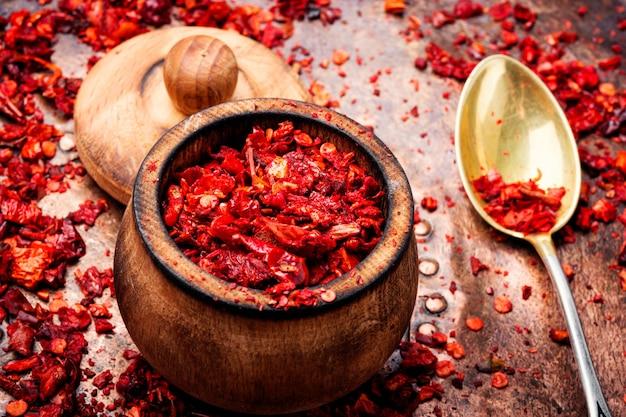 Tas de flocons de piment rouge