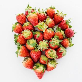 Tas de fraises fraîches vue de dessus