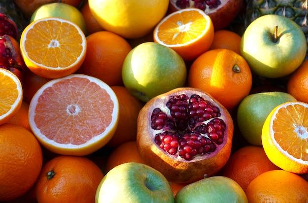 Tas de fruits colorés