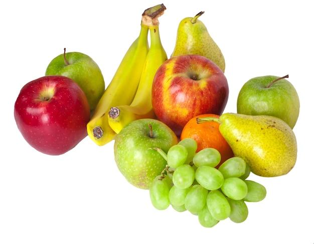 Tas de fruits isolé sur blanc